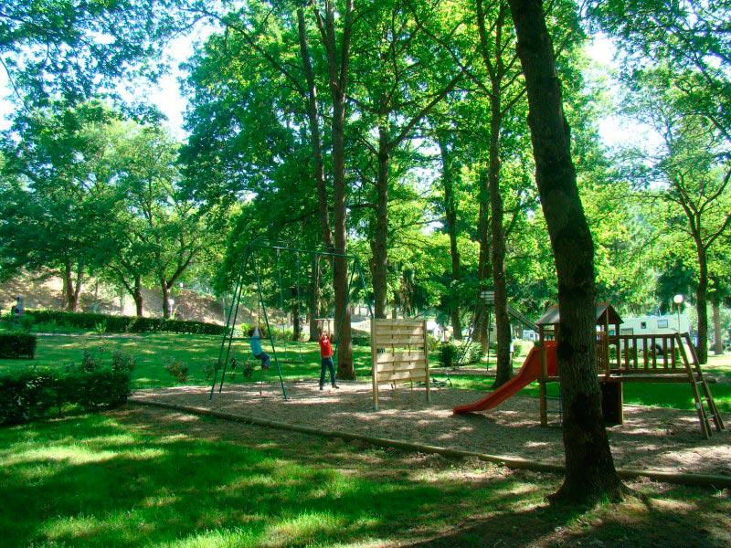 Aire-de-jeux-du-camping